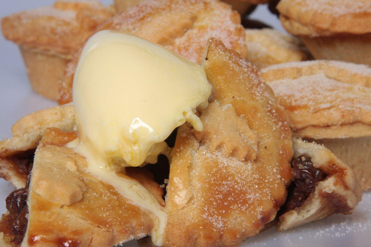 mince pie is a dessert traditionally served in england at